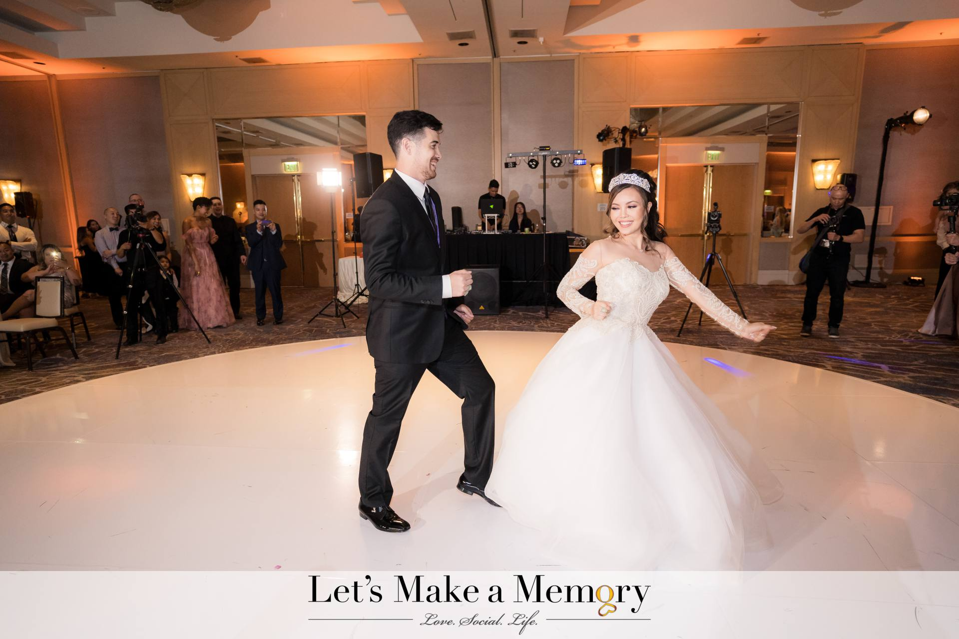 Bride and Groom Hilton Glendale First Dance
